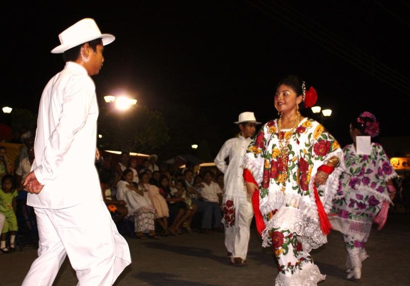 Los_jovenes_mayas_continuan_con_la_prctica_de_su_baile_tradicional